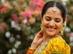 Anasuya Bharadwaj Gives Ethnic Fashion Goals In A Dual-Toned Attire For Upcoming Festivals