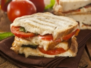 Tangy Cheese And Grilled Tomato Sandwich Recipe For Breakfast