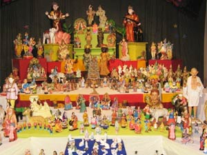 Decorating the royal dolls for navratri pattada gombe for Navratri decorations at home
