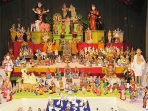 Decorating The Royal Dolls For Navratri Pattada Gombe Ideas