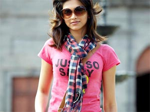 Tips To Accessorise T-Shirt & Jeans!