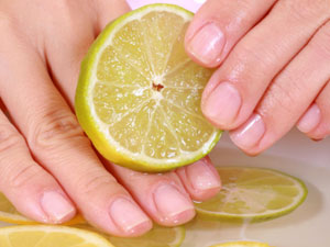 Try Lemon Manicure To Get Shiny Nails!