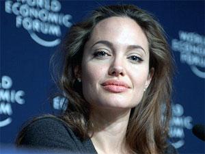 How To Get Angelina Jolie S Seductive Lips Boldsky Com