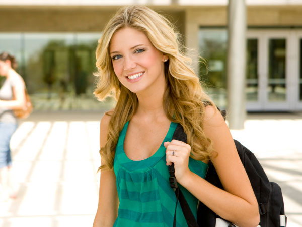 4 Easy Hairstyles For College Women!