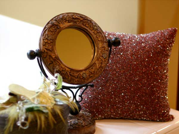 Creative Ideas To Decorate Your Plain Mirror Boldsky Com