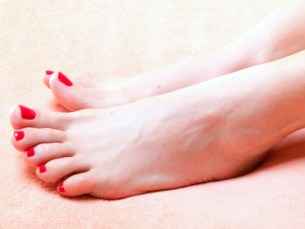 5 Tips To Clean Toenails Naturally - Boldsky.com