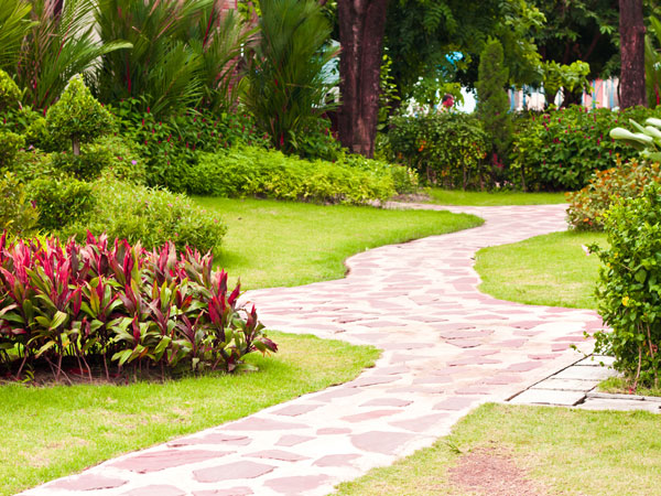 5 great garden path ideas for Landscaping your garden