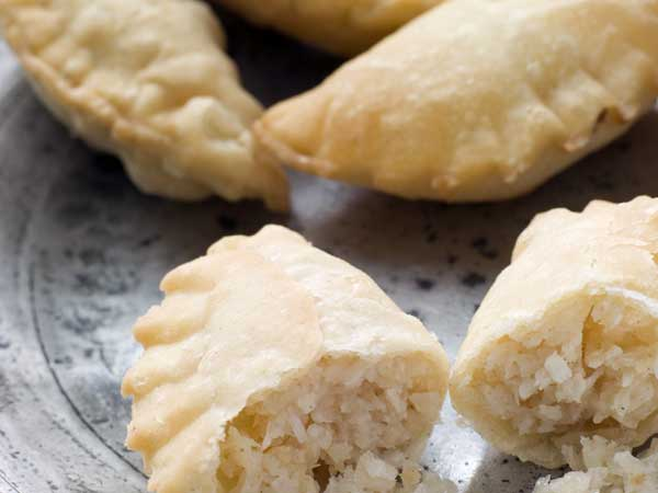 Gujiya rakhi recipes indian desserts boldsky gujiya forumfinder Choice Image