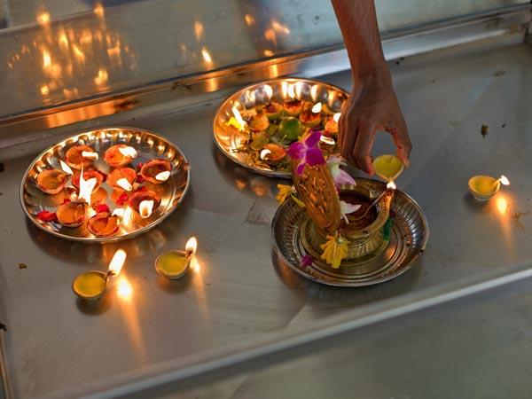 Why To Perform A Shraddh Puja? - Boldsky.com
