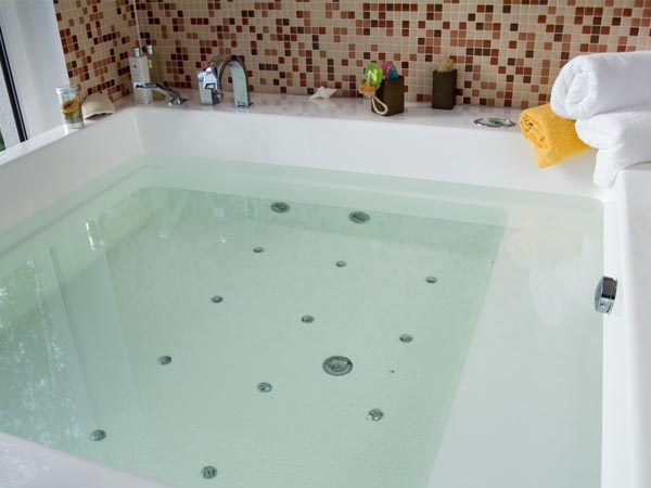 7 Tips To A Clean Bathtub