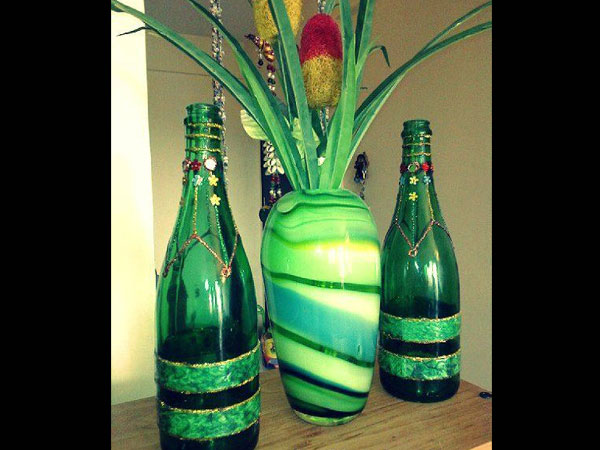 Decorate wine champagne bottles for Empty wine bottle decoration ideas