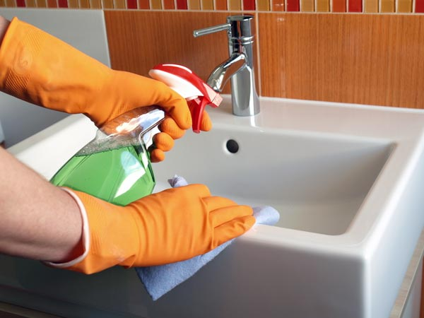 guide to clean a bathroom in 5 steps