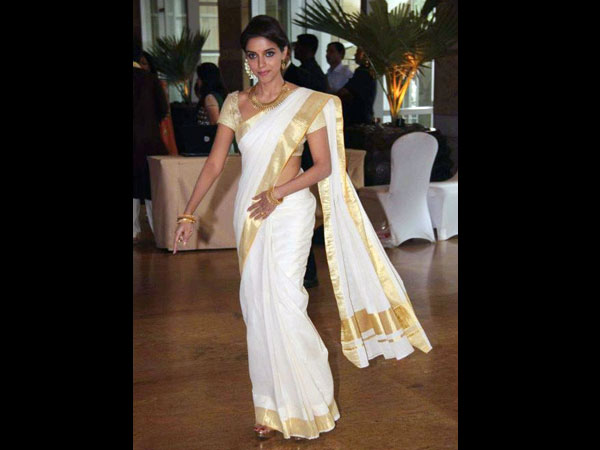 12 Traditional Indian Bridal Sarees Boldsky Com