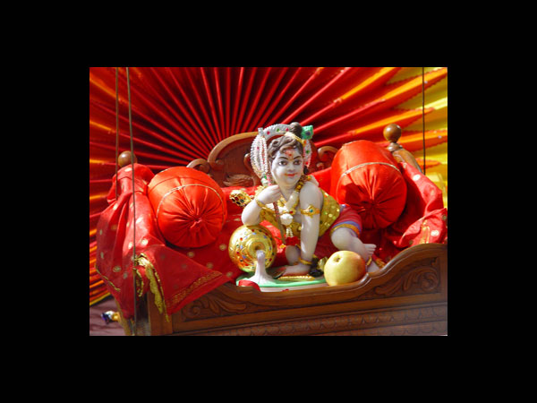 Janmashtami decoration ideas for palna for Baby palna decoration