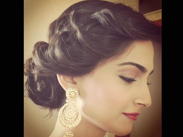 Tremendous Bun Hairstyles To Steal From Sonam Kapoor Boldsky Com Hairstyles For Women Draintrainus