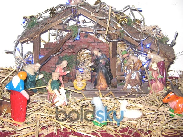Decorate christmas crib for your home for Home goods christmas decorations 2013
