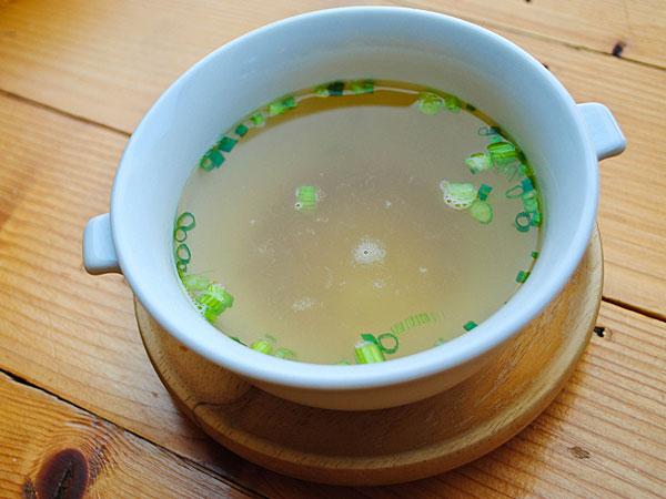Coriander And Lemon Clear Soup Recipe Boldsky Com