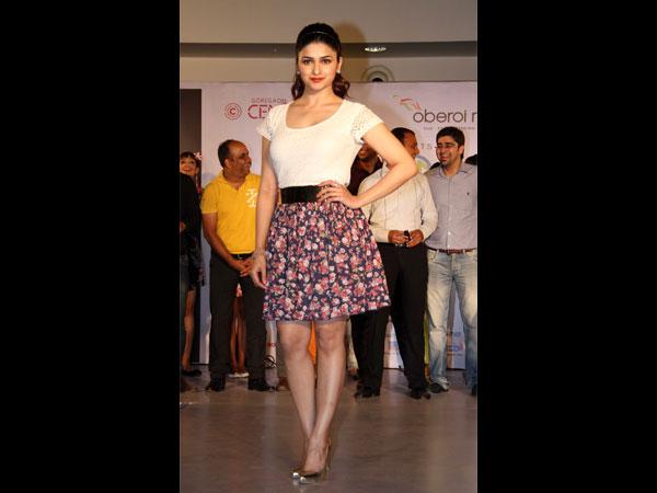 Cute Prachi Desai In Skirt: Pics