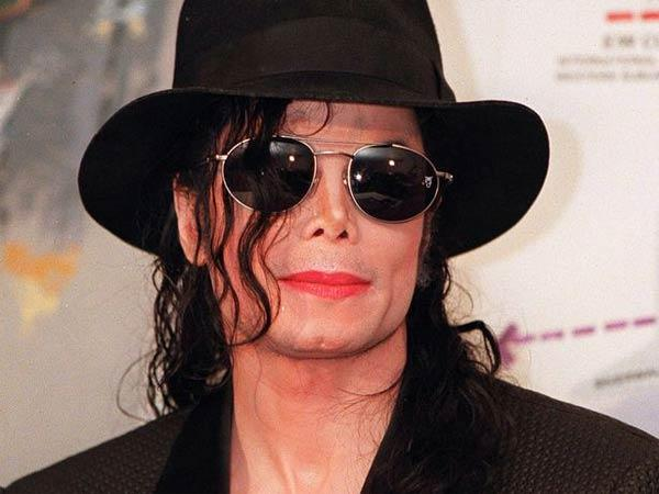 a discussion on the scandal in michael jacksons life New details about 1993 jackson case the scandal hit the press jackson has said he paid the settlement so he could get on with his career and his life.
