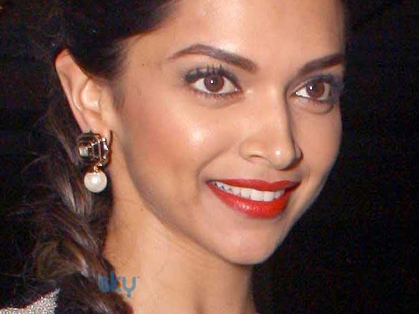 NDTV Awards 2014: Deepika Padukone - Boldsky.com