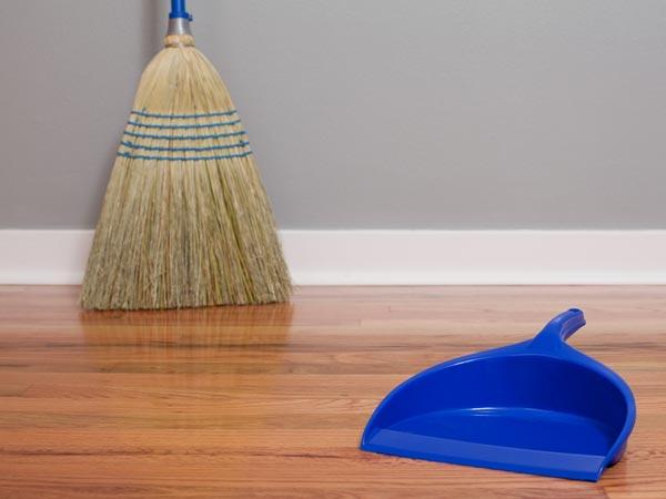 9 Best Home Remedies To Clean Wooden Floors Boldsky