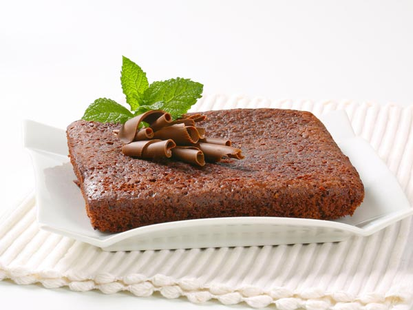 Easy Chocolate Sponge Cake For Father's Day - Boldsky