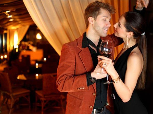 pros and cons of dating a rich girl You will come across older men with beautiful young girls, and clearly i have compiled a list below of some pros and cons of dating thai women there is a view that foreign men are rich and that can attract girls who are.