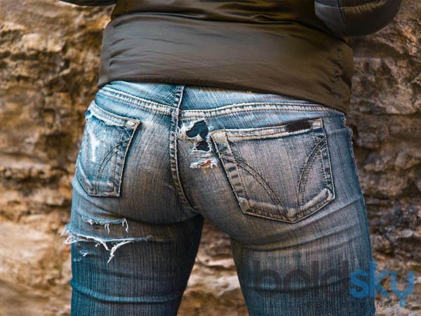 7 Tricks To Make Your Old Jeans Look New Boldsky Com
