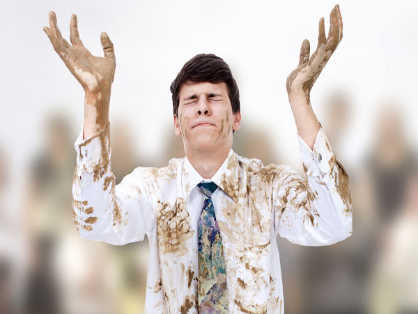 Remove Mud Stains From White Clothes - Boldsky.com
