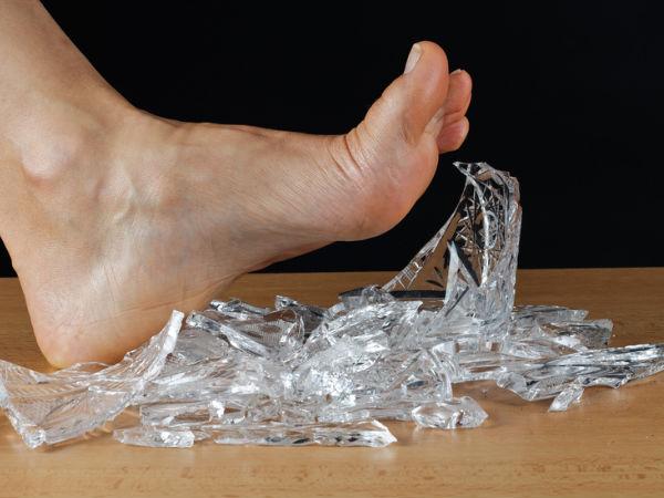 How To Clean Up Broken Glass On Carpet Boldsky Com