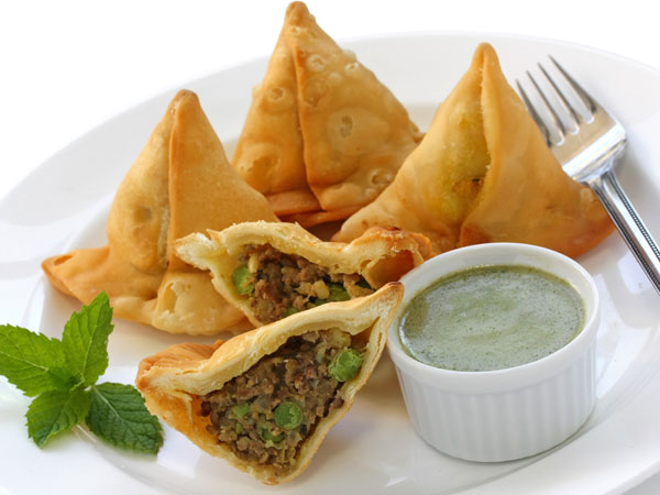 Tea-Time Snack: Matar Potli Samosa Recipe - Boldsky.com