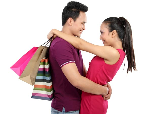 Signs She Is In Love With Your Wallet - Boldsky com