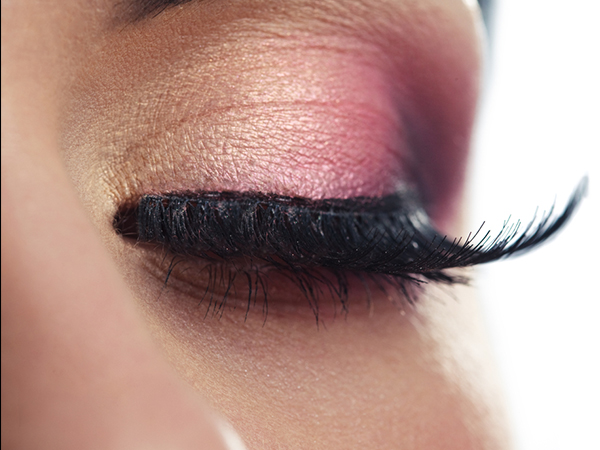 5 Natural Ways To Get  Longer Eyelashes