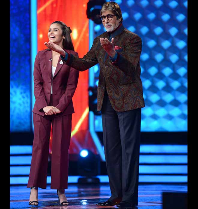 Star Signature Style: Amitabh Bachchan's Love For Velvet Coats