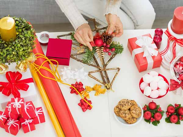 8 handmade christmas decorations to make at home for Easy christmas decorations to make at home