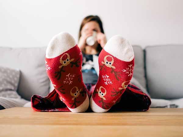 benefits of sleeping with wet socks. Black Bedroom Furniture Sets. Home Design Ideas