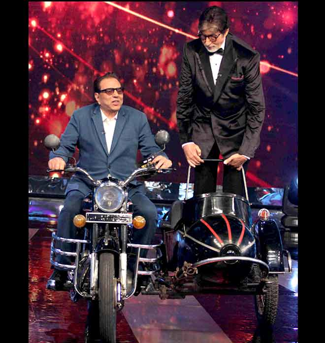 Dharmendra and Amitabh reliving the Sholay moments