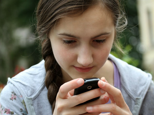 Why Your Ex Wants To Stay In Touch- Texting Girl
