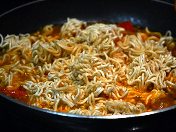 Is Maggi Healthy In Pregnancy-plate