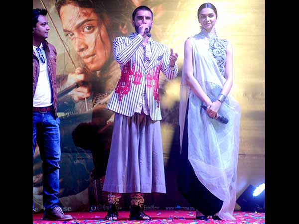 Ranveer Singh and Deepika Padukone promoting Bajirao Mastani