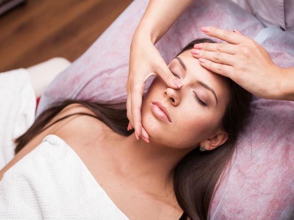 Facial massage mature skin
