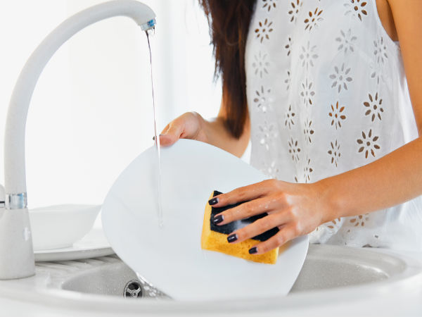 how to wash dishes with hand