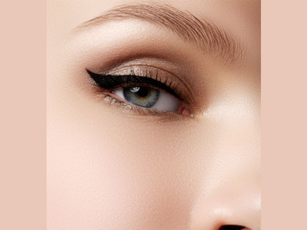 Tricks for Applying Cat Eye Liner