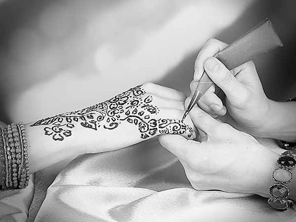 Mehndi Henna Care : How to remove mehndi from hands in one day boldsky.com