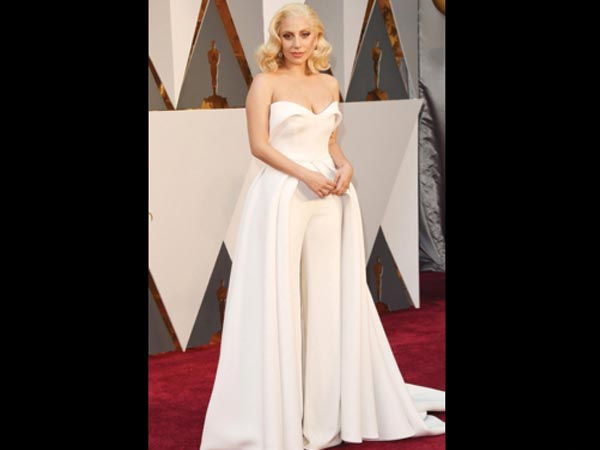 /fashion/bollywood-wardrobe/oscars-2016-lady-gaga-shines-in-white-098976.html
