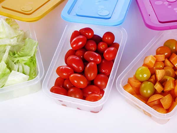 tips to clean plastic food containers