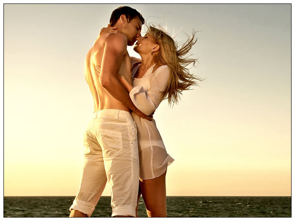 Reasons to kiss your girlfriend boldsky altavistaventures Gallery