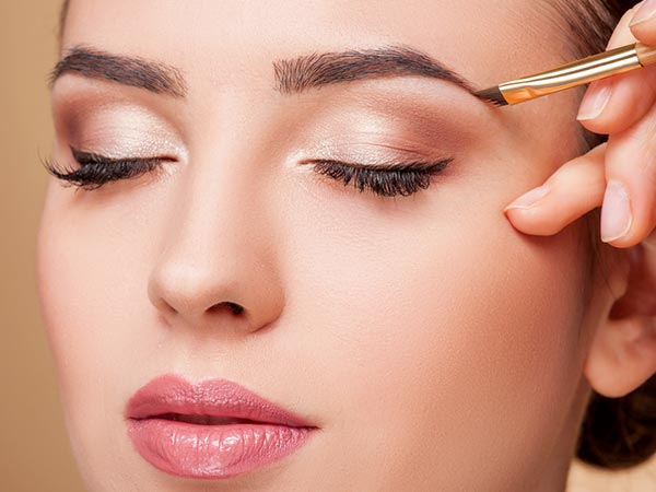 5 Tricks For A Perfect Office Makeup - Boldsky.com