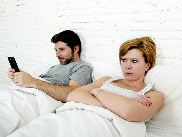 Dealing With A Partner Who Is Addicted To His Phone?