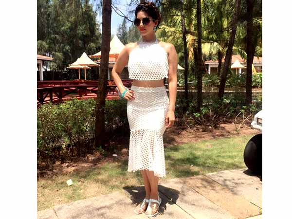 a0ba7b8c41b9 Sunny Leone Gives You The Perfect Beach Party Outfit Inspiration ...